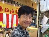 いつも笑顔ですウィ~    (^^)/  漬物の事なら何でも聞いてください!って言えるように勉強ナウです